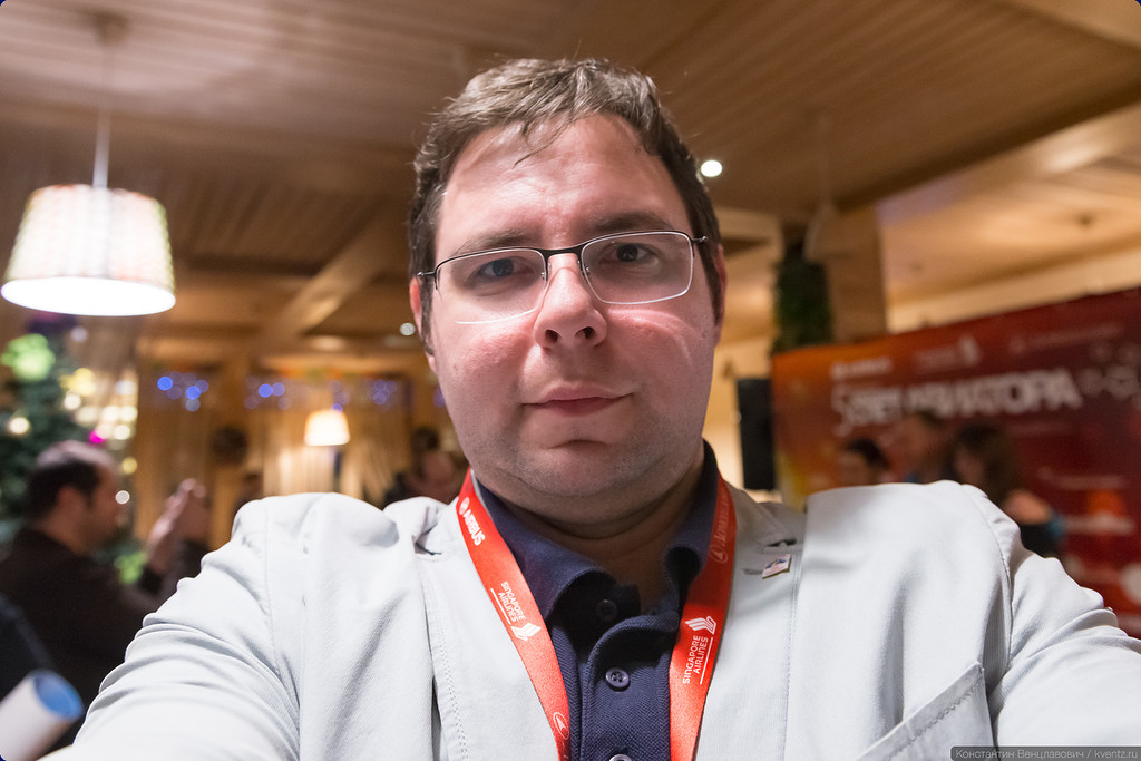 Илья Котин не стал дожидаться, пока я его сфотографирую и сделал селфи на мою камеру…