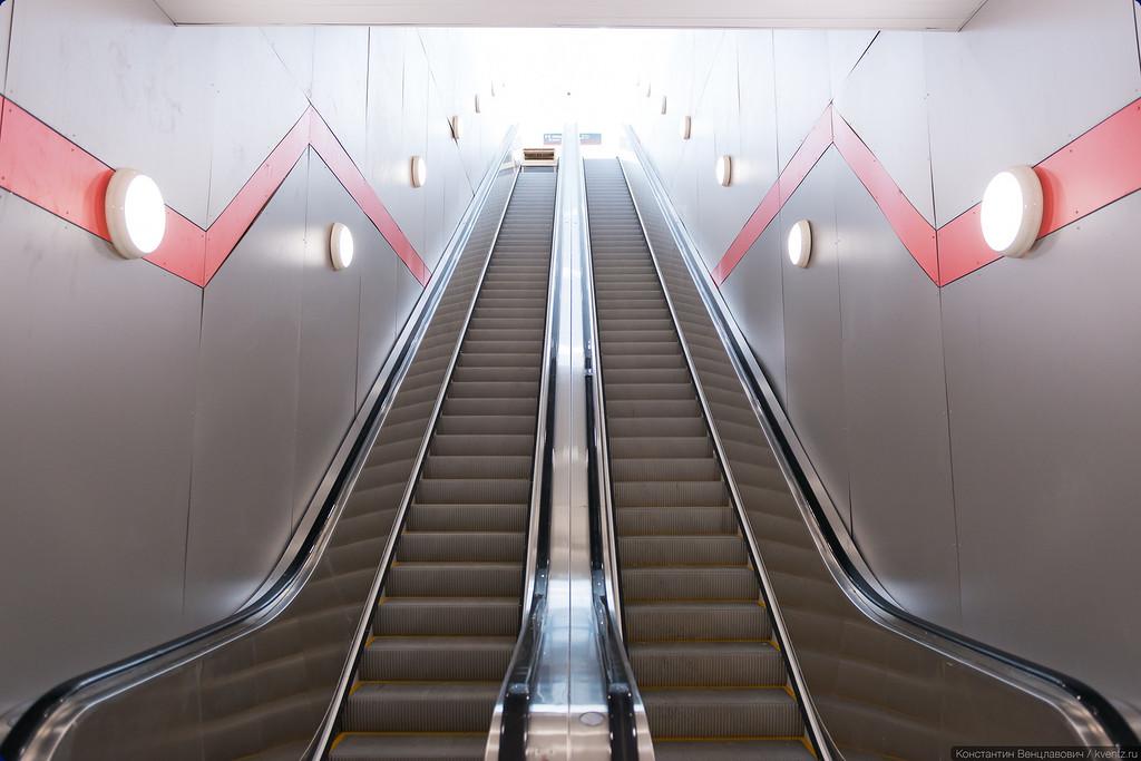 Эскалатор наверх