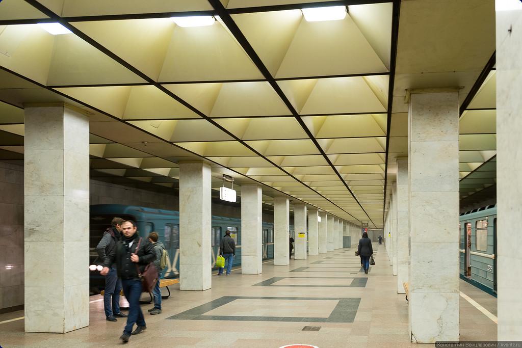 Платформа станции метро Ботанический сад