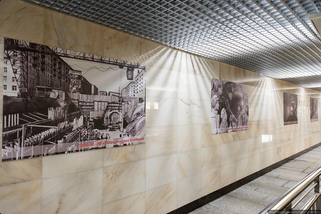 На стенах — фотографии Russos'а времён первых пятилеток