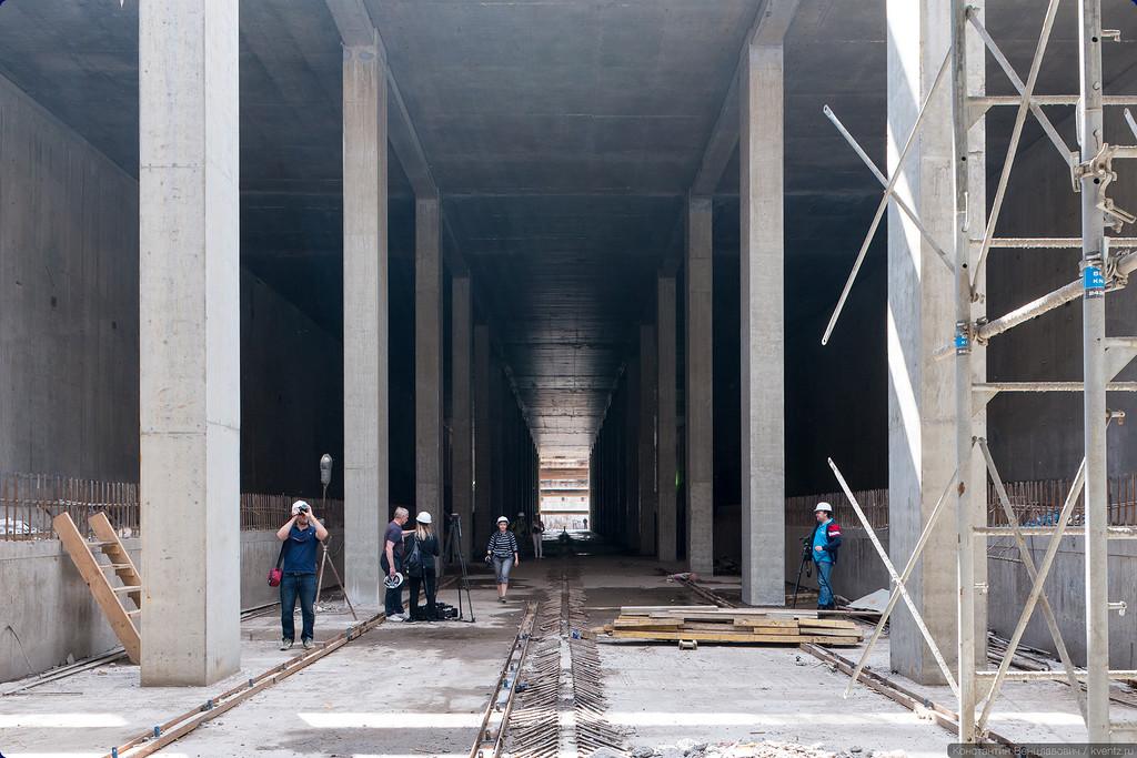 Перспектива станции в сторону Делового центра с блоггерами для масштаба