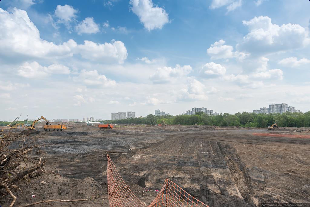 Территория строительства крытого парка развлечений