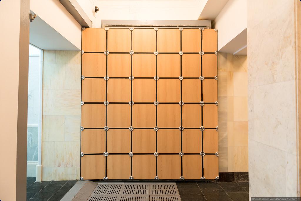 Дверь гермозатвора больше не выглядит чуждым элементом