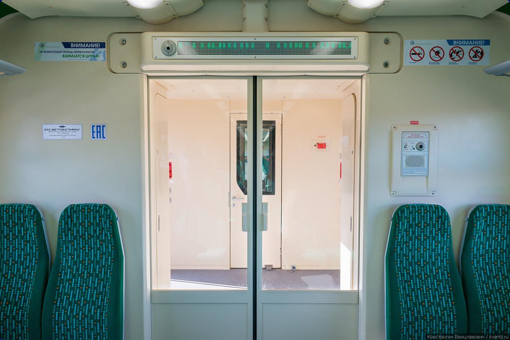 Это уже тамбурная дверь во второй, «стандартный» вагон