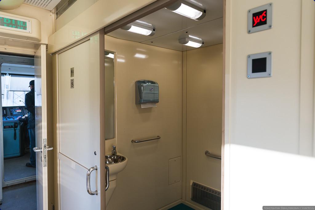 В составе два туалета сразу за кабинами машиниста