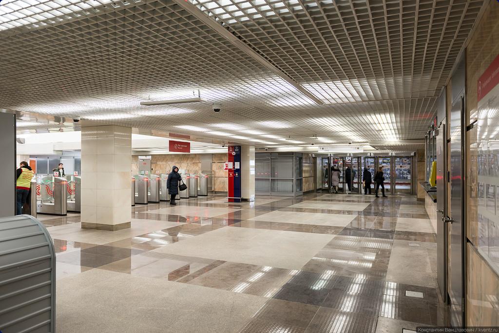 Оснащение обоих вестибюлей почти одинаковое