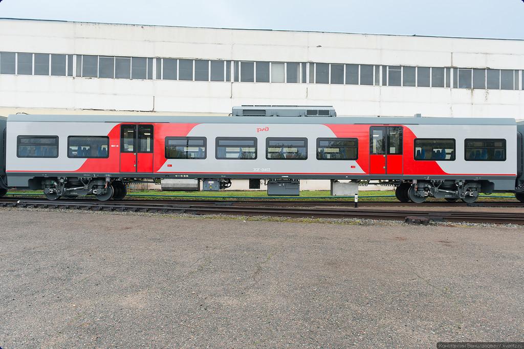 Окраска вагонов в едином стиле РЖД, но здесь она симметричная
